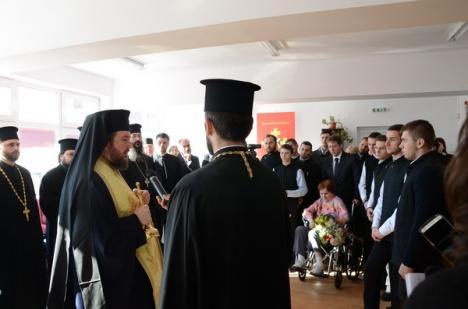 Inaugurare cu lacrimi: Primarul Bolojan şi-a descoperit la deschiderea Centrului de scleroză un fost coleg în scaun cu rotile (FOTO)