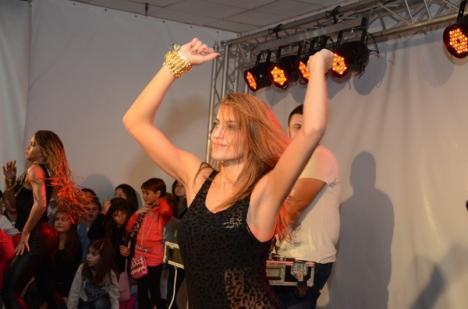 Alex Velea a creat isterie la Lotus Center: Peste o mie de persoane la concert (FOTO)
