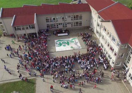 Majoritate în minoritate: Elevii maghiari din Săcueni care vor să înveţe în limba română, descurajaţi de autorităţi