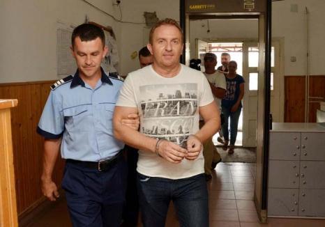 Profesor la bară: Fostul director al Colegiului Şaguna, Răzvan Vonea, era un adevărat traficant de examene