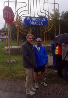 3.150 kilometri: Alexandru Popescu face pe jos drumul de la Ploieşti la Bruxelles, în semn de protest faţă exploatarea gazelor de şist (FOTO)