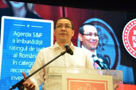 Pesediştii bihoreni l-au rugat pe Ponta să candideze la Preşedinţie şi i-au dat o minge semnată de baschetbaliştii CSM Oradea (FOTO/VIDEO)