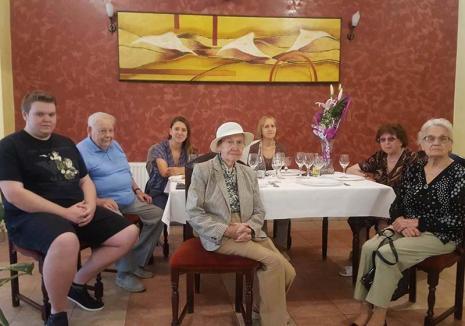 Azil fără decenţă: Proprietarii unui azil din Nojorid, acuzaţi că au luat cu forţa o bătrână în îngrijire şi s-au împroprietărit ilegal pe apartamentul ei