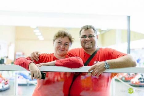 """Părinţi de împrumut: S-au transformat în părinţi de ocazie pentru copiii """"uitaţi"""" în spitale şi orfelinate"""