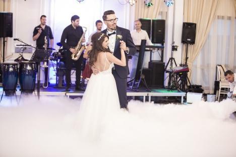 Casă de piatră! Coordonatoarea departamentului de publicitate al BIHOREANULUI, Cristina Butaci, s-a măritat cu ex-căpitanul CSM, Rareş Paşca (FOTO)
