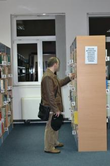 Nocturna Bibliotecilor: Orădenii au făcut zumba, au urmărit filme şi au stat de vorbă cu actorul Richard Balint (FOTO/VIDEO)