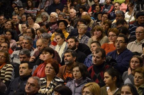 """""""Ilegaliştii"""" Domnului: O conferinţă interzisă de episcopul Sofronie a adunat 800 de orădeni (FOTO)"""
