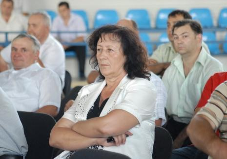 Judecată pentru abuz şi un prejudiciu de 10.000 euro, fosta primăriţă din Pietroasa, Saveta Oşvat a fost achitată definitiv!