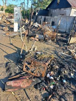 Casă, Dragă Casă: Peste 100 de voluntari de la Celestica ridică acoperişul unei case distruse de incendiu (FOTO)