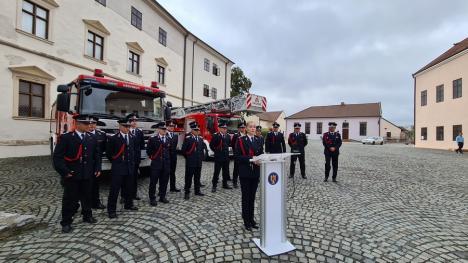 Sărbătoare la ISU Crişana: Pompierii reîntorşi din Grecia au sărbătorit alături de colegi ziua Detaşamentului 1 (FOTO / VIDEO)