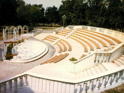 Oradea ieri, Oradea azi: Cum a fost amenajat, de-a lungul anilor, parcul Palatului Baroc (FOTO)