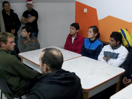 Motociclişti generoşi: au dăruit îmbrăcăminte oamenilor de la azil