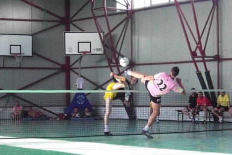 Tengo a egalat liderul, Crişul Oradea a furnizat surpriza etapei la fotbal-tenis