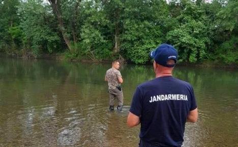 Încă e prohibiţie! Şase pescari, amendaţi de jandarmi la Cheresig