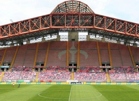 Stadionul italienilor de la Triestina e plin! Cu suporteri desenaţi...