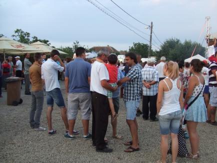 De ziua lor, sătenii din Mădăras au petrecut cu muzică populară, Rabă şi DJ Project