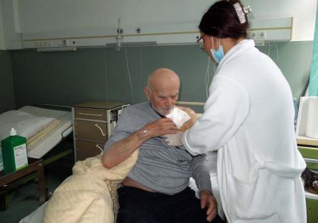"""Inimă """"reîncărcată"""": O echipă de chirurgi orădeni a realizat cu succes prima implantare a unui stimulator cardiac"""