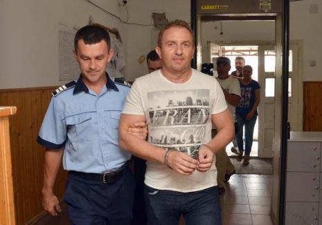 """""""Spălat"""" de judecători: Cum a scăpat de închisoare fostul director al Colegiului Şaguna, Răzvan Vonea"""