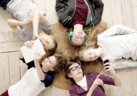 Despre 'Invizibili': Teatrul orădean pregăteşte un spectacol despre şi pentru adolescenţi, pe care-l pot 'croi' chiar aceştia