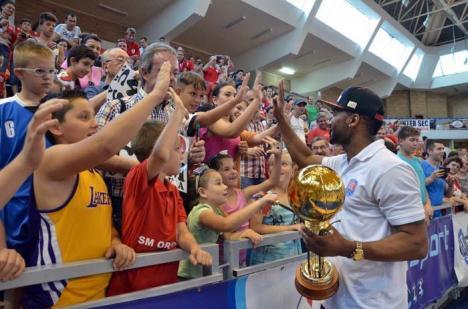 Campionii inimilor: Baschetbaliştii orădeni au fost la un pas de a deveni, în premieră, campionii României