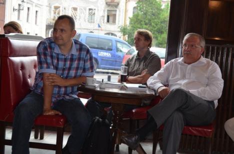 Vă amintiţi de Radu Enescu? Editorialele scriitorului văd din nou lumina tiparului (FOTO)