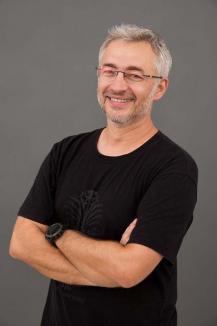 La mulţi ani, Richard Balint! Interviu inedit cu actorul Teatrului Regina Maria