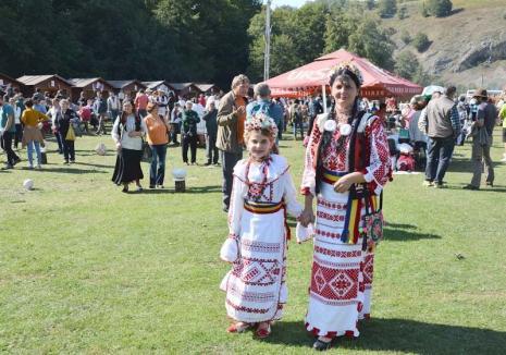 Hai Pe Păşune! Festival inedit la Roșia, cu meşteşuguri, aventură, muzică bună şi bucate tradiţionale