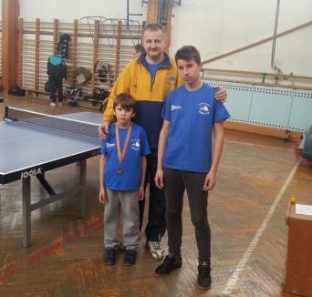 O medalie pentru orădeni la concursul internaţional de tenis de masă de la Debreţin