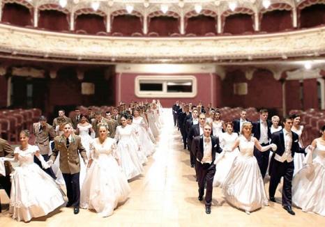 Bal în 'Mica Vienă': O asociaţie culturală aduce la Oradea strălucirea unui bal vienez de început de an