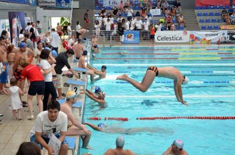 Binefacere în bazin: Peste 100 de orădeni vor înota la Bazinul Olimpic la ediţia a doua a proiectului Swimathon