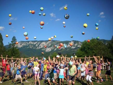 În vacanţă cu clasa: Taberele şcolare în 2014 nu mai înseamnă doar munte şi mare, ci sejururi aproape de lux, în ţară şi în străinătate