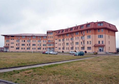 Căminul fără sfârşit: De 20 de ani, Universitatea din Oradea se chinuie să ridice un cămin pentru studenţi