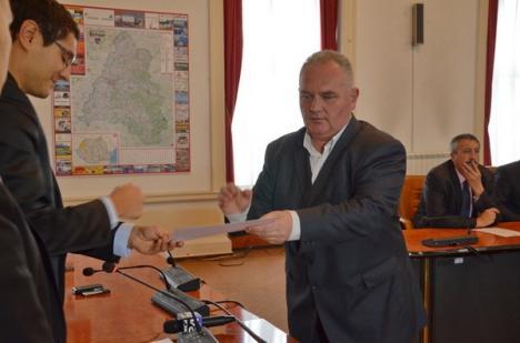 """Din cei 16 noi parlamentari de Bihor şi-au luat """"diplomele"""" doar 10 (FOTO)"""