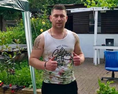 Un român a înfruntat un terorist din Londra: 'I-am dat una, de l-am zăpăcit' (VIDEO)