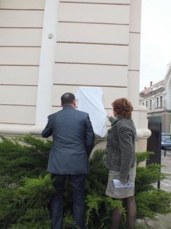"""""""QRadea"""": Orădenii şi turiştii pot cunoaşte oraşul scanând coduri electronice de pe monumente (FOTO/VIDEO)"""