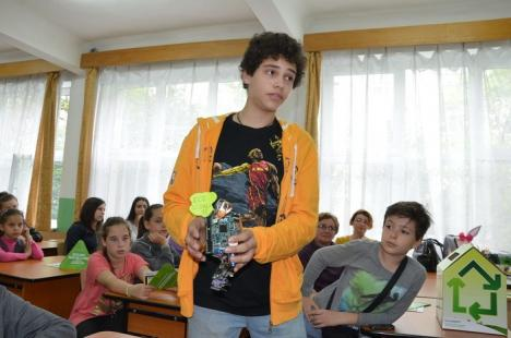 Eco-elevii au făcut roboţi din deşeuri (FOTO)