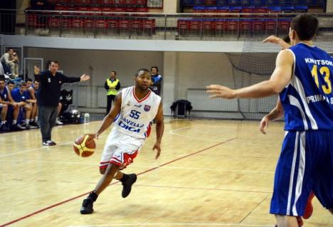 CSM Oradea s-a impus la 9 puncte diferenţă în jocul cu CSU Sibiu şi a rămas lider al clasamentului (FOTO)