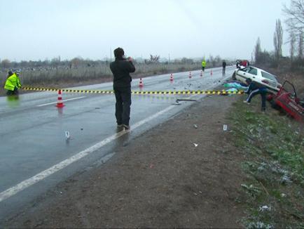 O mamă şi copiii ei au murit într-un grav accident de maşină (FOTO)