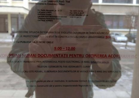 Digitalizare... la uşă: Inspectoratul în Construcții Bihor te plimbă pe la sediu ca să te trimită... pe internet