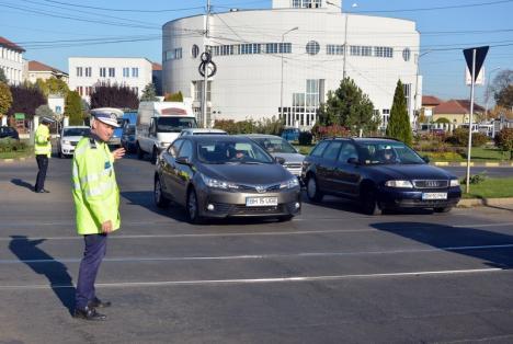 Traficul auto prin intersecţia străzilor Primăriei şi Decebal va fi reluat vineri dimineaţă