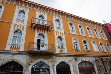 Recapătă culoare! Faţadele palatelor Rimanóczy Kálmán şi Apollo au fost dezvelite parţial (FOTO)