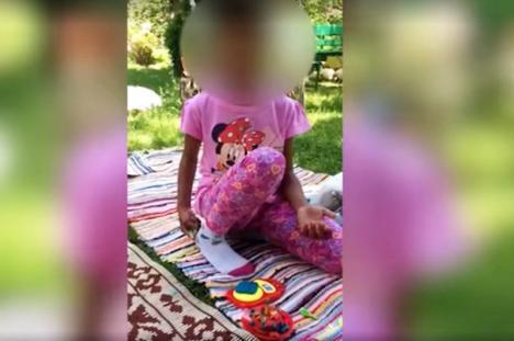 Părinţii adoptivi ai fetiţei din Baia de Aramă au publicat imagini cu ea pentru a demonstra că este bine (VIDEO)