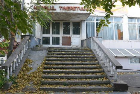 Calităţile apei geotermale. Primăria Oradea vrea un centru de cercetare de 2 milioane euro la Hotelul Tineretului