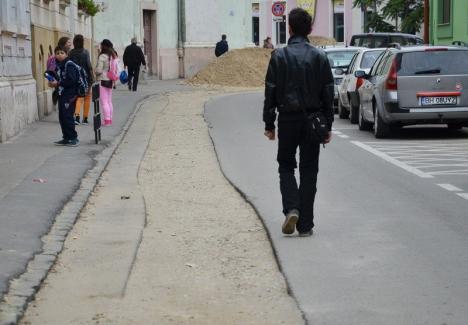 Strada Jean Calvin din Oradea se închide traficului auto pentru lucrări de canalizare