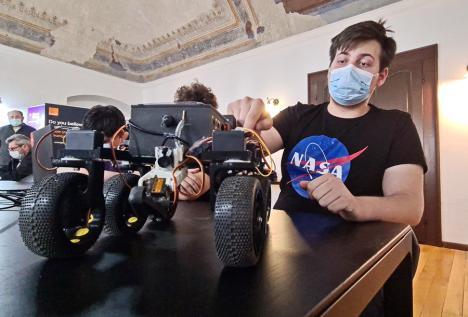 Şase elevi din Oradea au câştigat locul I la concursul Agenţiei Spaţiale Române, cu un robot asemănător unuia care a ajuns pe Marte (FOTO / VIDEO)