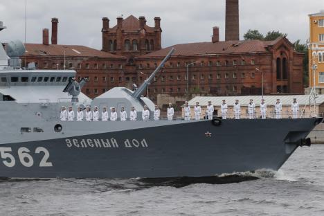 """Președintele Vladimir Putin își laudă forța Marinei ruse, care poate lovi letal """"orice țintă inamică"""" (FOTO)"""