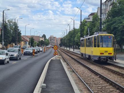 Se circulă pe o bandă pe sens! Partea stângă a Bulevardului Cantemir din Oradea a fost decopertată pentru asfaltare (FOTO)