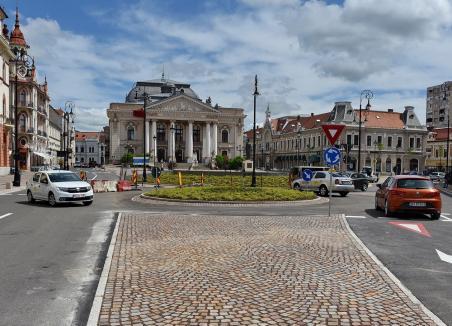Transport agabaritic. Piața Ferdinand din Oradea se închide traficului pentru montarea a două puncte de transformare