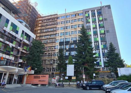 Panouri fotovoltaice şi pompe de căldură. Lucrările de reabilitare termică a Spitalului Judeţean au fost realizate în proporţie de 35% (FOTO)