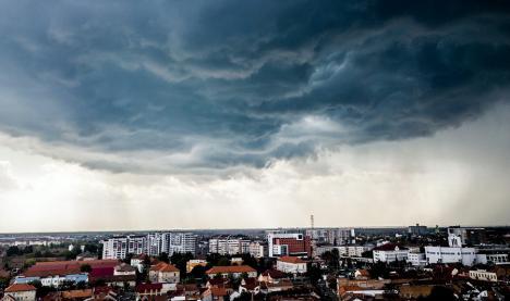 Cod galben de furtună! Meteorologii anunță vijelii și grindină pentru aproape jumătate din județul Bihor
